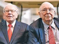 צ'ארלי מאנגר (מימין) ושותפו וורן באפט / צילום: Nati Harnik, Associated Press