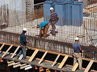 פועלים באתר בניה / צילום: shutterstock, שאטרסטוק