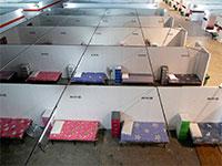 """מרכז כנסים שהוסב למתחם קליטה לחולים בתהליכי החלמה בסינגפור בסופ""""ש / צילום: Edgar Su, רויטרס"""
