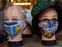 בובות בחלון ראווה חובשות מסיכות בד / צילום: Ariel Schalit, Associated Press