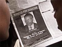 מודעת המבוקש של פליסיאן קבוגה שהיה אחראי לרצח עם / צילום: George Mulala, רויטרס