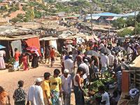 שוק במחנה פליטים של בני הרוהינגה בבנגלדש / צילום: Suzauddin Rubel, Associated Press