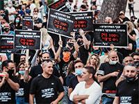 נציגי ארגון האולמות וגני האירועים הבוקר בשביתת רעב מול משרד ראש הממשלה בירושלים / צילום: יוסי שטיינר