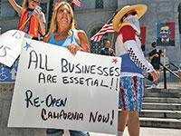 הפגנה בקליפורניה בשבוע שעבר, במחאה על הסגר  / צילום: Ronen Tivony, רויטרס