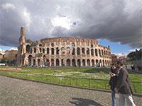 הקולוסאום ברומא נפתח מחדש. מצפים לתיירים שיזינו מחדש את הכלכלה / צילום: Andrew Medichini, AP