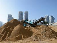 עבודות עפר ליד מגדלי מגורים בתל אביב. בטווח הקצר מחירי הדירות עשויים לרדת / צילום: יונתן בלום, גלובס