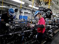 מפעל של חברת מיצובישי באסיה. תהליכי הייצור הממושכים בתעשית הרכב מקשים על סטארט־אפים / צילום: Issei Kato, רויטרס