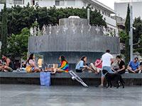 צעירים מפרים את הוראות הריחוק החברתי בתל אביב  / צילום: כדיה לוי, גלובס