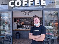 אריאל ווקס שנאלץ לסגור את בית הקפה שפתח / אינפוגרפיקה: רפי קוץ