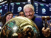 ריצ'רד ברנסון, מייסד Virgin Galactic, בהנפקה בשנה שעברה בבורסת ניו יורק  / צילום: Richard Drew, רויטרס