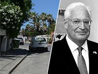"""דיוויד פרידמן, שגריר ארה""""ב ורחוב התכלת בו נמצא בית השגריר האמריקאי / צילום: קובי גדעון, לע""""מ, איל יצהר"""