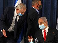 בנימין נתניהו ובני גנץ ומאחוריהם גבי אשכנזי / צילום: MENAHEM KAHANA, Associated Press