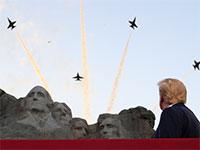 """טראמפ בהר ראשמור בחגיגות יום עצמאות של ארה""""ב בשבת / צילום: Tom Brenner, רויטרס"""
