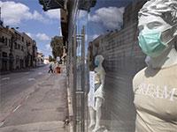 חנות סגורה. הצריכה הפרטית לא תחזור להיות כמו שהייתה גם אחרי שיוסרו המגבלות / צילום: Oded Balilty, Associated Press