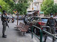 פקחים מחכים מחוץ לבתי העסק במרכז העיר / צילום: כדיה לוי, גלובס