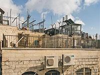 בנייה על הגג בירושלים. לא מספיק שהשכנים לא מתנגדים / צילום: shutterstock, שאטרסטוק