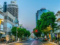 """רחוב דיזנגוף בת""""א. חנויות בעיר ננטשות / צילום: shutterstock, שאטרסטוק"""