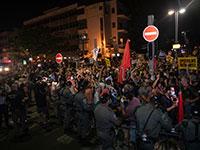 המשטרה חוסמת את אלפי המפגינים שמוחים על ניהול לקוי של המשבר בידי הממשלה ועל המצב הכלכלי שהולך ומדרדר / צילום: כדיה לוי, גלובס