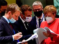הקאנצלרית אנגלה מרקל ונשיא צרפת עמנואל מקרון סוגרים פינות אחרונות בתוכנית / צילום: John Thys, Associated Press