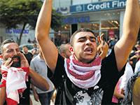 מפגין בלבנון על רקע המצב הכלכלי. כבר לא מפחדים מהחיזבאללה / צילום: Hussein Malla, Associated Press
