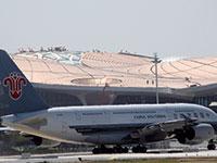 מטוס של צ'יינה סאות'רן. ארבעה חודשים וחצי של טיסות פנימיות ב–1,800 שקל בלבד / צילום: Ng Han Guan, Associated Press