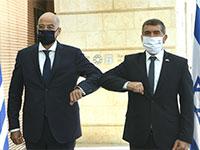 """שר החוץ גבי אשכנזי ושר החוץ היווני ניקוס דנידיאס / צילום: משרד החוץ, יח""""צ"""
