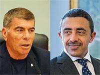 מימין: שר החוץ של איחוד האמירויות שיח' עבדאללה בן זאיד ושר החוץ הישראל גבי אשכנזי / צילום: Mindaugas Kulbis-AP, עדינה ולמן-דוברות הכנסת