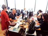 עובדים בסטארט־אפ פאפאיה גלובל. למצולמים אין קשר לכתבה / צילום: איל יצהר, גלובס