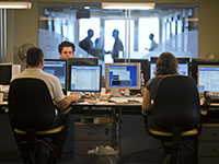 חדר מסחר בבנק בתל אביב / צילום: NIR ELIAS, רויטרס