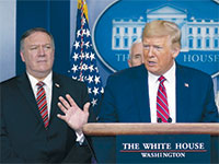 הנשיא טראמפ ומזכיר המדינה פומפיאו. התוכנית היא חלק ממלחמת הסחר מול סין / צילום: Evan Vucci, Associated Press