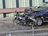הרכב עם אחד האופנועים שהתנגשו אחד בשני. חשד לטרור איסלאמי / צילום: Paul Zinken, Associated Press