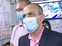"""פרופ' רוני גמזו במהלך ביקור ב""""שיבא"""" / צילום: לע""""מ"""