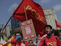 מפגינים נגד אי־שוויון בברזיל. פערים גדולים מדי נוטים לבוא לידי ביטוי בזעם ציבורי  / צילום: Silvia Izquierdo, AP