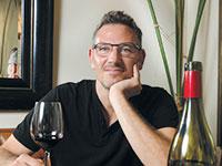 """נמרוד שקד, מנהל הדרכה ושיווק בחברת """"שקד"""" לייבוא והפצת יינות / צילום: איל יצהר, גלובס"""