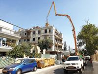 אתר בנייה בחולון. מספר התחלות הבנייה הוא לא הפקטור היחיד, אלא גם איפה הולכים לבנות   / צילום: shutterstock, שאטרסטוק