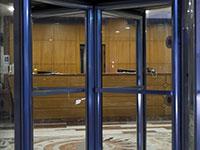 מלון סגור בתל אביב בעקבות הסגר הקודם. המלונאים חוששים מהשלכות הסגר השני / צילום: Oded Balilty, Associated Press