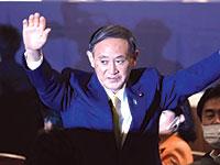 יושידו סוגה. יצטרך לתמרן על הקו הדק שסין לארצות הברית / צילום: Eugene Hoshiko, Associated Press