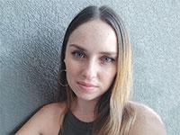 דינה אהרוני, צורפת ומעצבת תכשיטים, בעלת The 8 th floor studio / צילום: תמונה פרטית