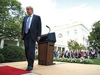 הנשיא טראמפ בסוף מסיבת עיתונאים בגן הוורדים בבית הלבן ביום שני / צילום: Evan Vucci, Associated Press