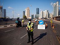 מחסום בגשר מודעי / צילום: Oded Balilty, Associated Press