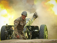 חייל ארמני באזור המלחמה בין אזרבייג'ן וארמניה / צילום: Sipan Gyulumyan/Armenian Defense Ministry, Associated Press
