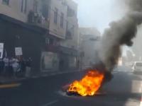 """סוחרים שורפים סחורה במחאה על המשך הסגר, ברחוב אילת בת""""א / צילום: התנועה לעידוד אופנה"""