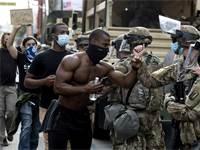 מפגינים נגד אלימות משטרתית בלוס אנג'לס / צילום: Ringo H.W. Chiu, Associated Press