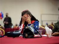 תומכת של דונלד טראמפ בנבאדה צופה בתוצאות הבחירות שמתחילות להגיע / צילום: John Locher, AP