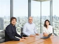 """מיה פיזוב, מודי רוזן, בן רבינוביץ׳, השותפים בקרן ההון סיכון Amiti Ventures / צילום: Amiti Ventures, יח""""צ"""