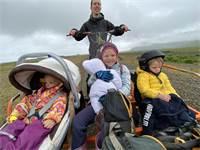 קלייר והילדים ברליוז, מרי לו ופרוסטי בטיול אופניים - המשפחה של איתי כהן שדה  / צילום: תמונה פרטית