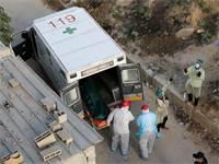 אמבולנס מפנה את קורבן הקורונה הראשון בעזה / צילום: Ibraheem Abu Mustafa, רויטרס
