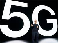 """מנכ""""ל אפל, טים קוק, מציג את האייפון החדש / צילום: Brooks Kraft/Apple Inc., AP"""