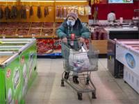 קניות בסופרמרקט בצל חשש נגיף הקורונה / צילום: Mark Schiefelbein, Associated Press