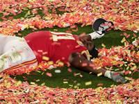 """דריק ננדי מה""""צ'יפס"""" בסופרבול, 2020 / צילום: Charlie Riedel, Associated Press"""